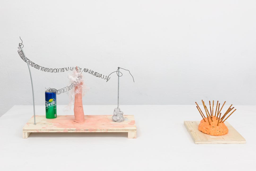 """Martin Grandits, Item No 1 """"Ketamin Kraft Korrektor"""" (Saša Unger), 46x50x30 cm, Büro Weltausstellung, 2018, Foto: Marcel Koehler"""