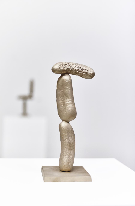 Erwin Wurm | Gurken Modernistisch V | 2016 | Bronze patiniert | 92 x 43 x 30,5 cm | Version 1/5   2 AP